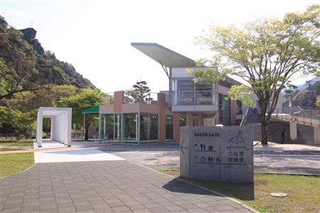 グリーンゲイトがリニューアル!「つなぎ百貨堂」オープン ...